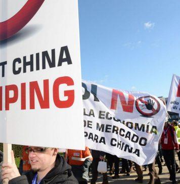 Manifestación de sindicatos y patronal europea del acero contra el status de economía de mercado para China