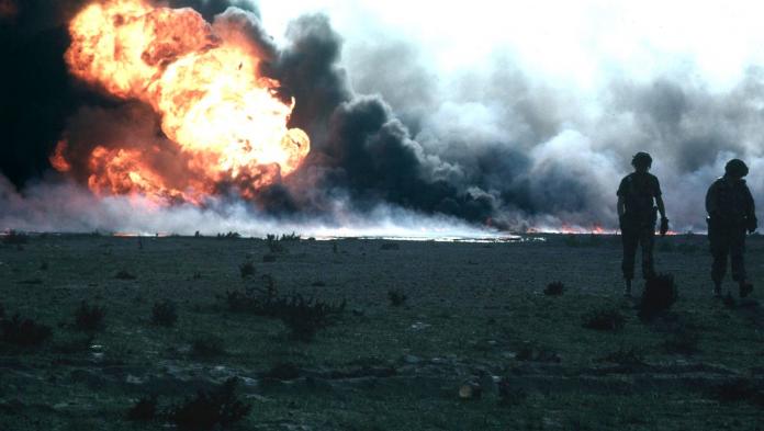 Pozos petrolíferos de Kuwait en llamas en 1991. Foto: Wikipedia