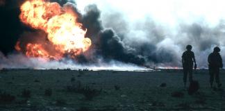 Campo petrolífero en llamas en Kuwait en la Primera Guerra del Golfo Pérsico. Foto: Wikimedia Commons.