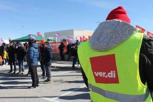 La huelga en Amazon en Madrid contó con el apoyo solidario de trabajadores de la empresa en Alemania. En la imagen, un delegado del sindicato Ver.di. Foto de @pacolavadog