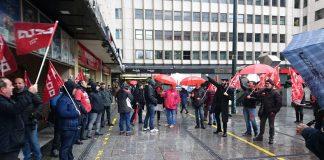Concentración de sindicalistas frente a los juzgados en apoyo al compañero represaliado Diego. Madrid, 1 de marzo de 2018. Foto: Paco Lavado.