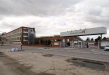 Entrada principal de la Fábrica PSA de Madrid. Foto: Wikipedia.
