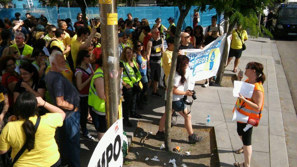Concentración en Cibeles (Madrid) en protesta por los despedidos por enfermedad y excluidos de las bolsas. Foto: Correos en Lucha.