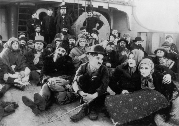 Imagen de la película El Emigrante, Charles Chaplin, 1917