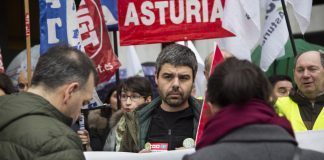 Borja Llorente, Secretario General del Sindicato de Enseñanza de CCOO de Asturias durante una movilización por las 18 y 23 horas lectivas. Foto: Alisa Guerrero @alisaguerrerofoto