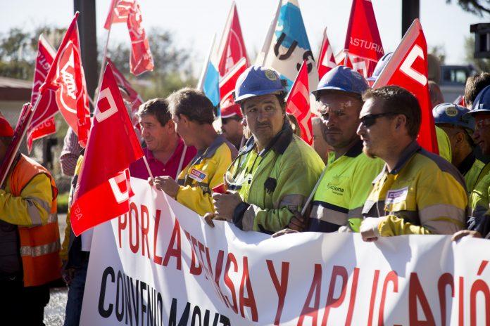 Concentración de trabajadores de empresas auxiliares en ArcelorMittal Veriña. Octubre del 2017. Foto: Alisa Guerrero.
