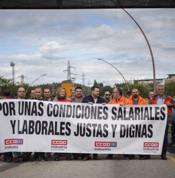 Concentración de trabajadores de ArcelorMittal durante el paro del 21 de octubre. Trasona, Avilés. Foto: @alisaguerrerofoto